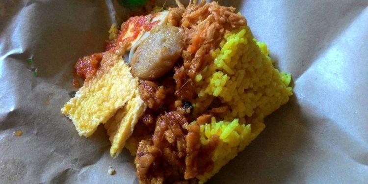 Nasi kuning 5 ribu di Singaraja. Foto: koleksi penulis