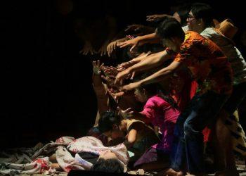 Pementasan Teater Ilalang di Bali Mandara Nawanatya, Taman Budaya Denpasar, Sabtu 13 Mei 2017