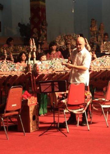 Penampilan kolaborasi antara Tambuco, Sanggar Sekar Sakura dan Sanggar Suar Agung di Pesta Kesenian Bali 2016./ Foto: Eka Prasetya
