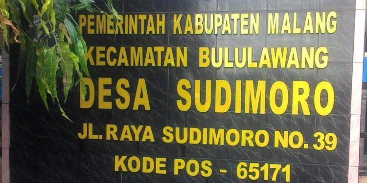 Palng nama di Balai Desa Sudimoro, Kecamatan Bululawang, Kabupaten Malang, Jawa Timur
