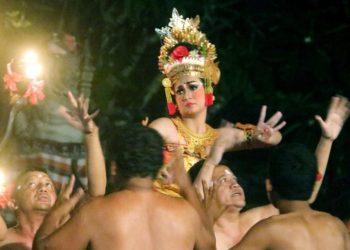 Cak Puspita Jaya, Blahkiuh, saat pentas di ajang Bali Mandara Mahalango di Taman Budaya Denpasar