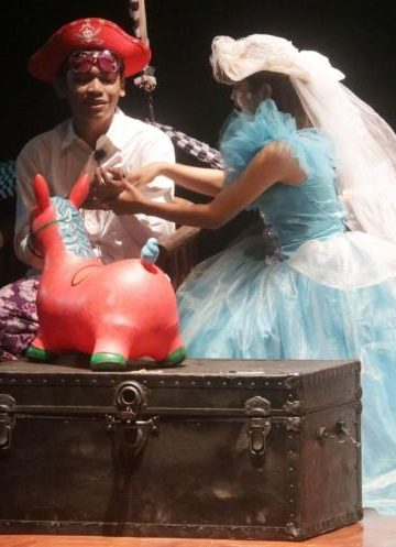 Pementasan teater anak-anak tunanetra dari Komunitas Teratai di Taman Budaya Denpasar