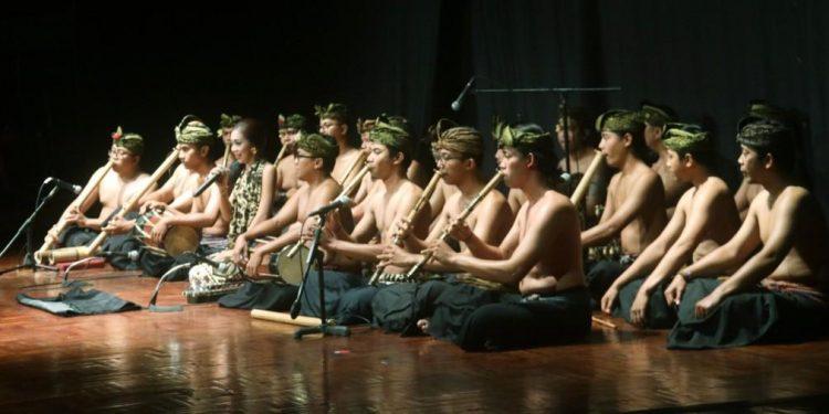 Penampilan Gamelan Suling Gita Semara di Taman Budaya Denpasar. /Foto: Istimewa