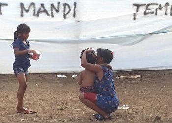 Lokasi: posko pengungsian Desa Les, Buleleng. /Foto: Ole