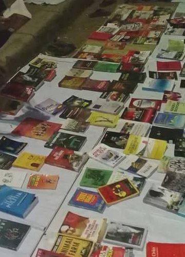 Perpustakaan jalanan di sudut Taman Kota Singaraja pada setiap malam Minggu