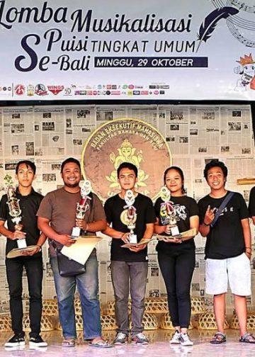 Para juara Lomba Musikalisasi Puisi se-Bali 2017 di Undiksha  Singaraja. /Foto-foto: Mursal Buyung