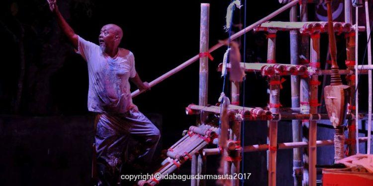 Pementasan Monolog Dasamuka Nyoman Erawan. /Foto-foto: Ida Bagus Darmasuta