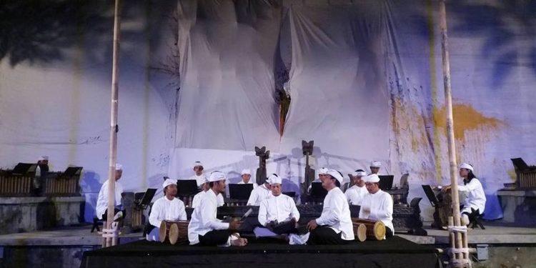 Wrdhi Cwaram memainkan karya-karya Yudane di Bentara Budaya Bali
