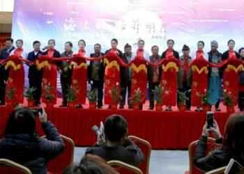 Pelukis Bali dan China saat pembukaan pameran From Bali to Beijing. /Foto: Wayan Redika