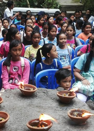 Anak-anak di Desa Peliatan, Ubud, antusias mengikuti Festival Rurung di desa itu