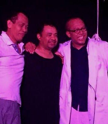 tiga dokter, Ary Duarsa, Sahadewa dan Eka Kusmawan, bermain monolog di SMPN 1 Denpasar. (Foto: Tini Wahyuni)