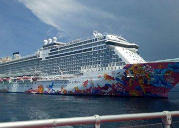 Kapal pesiar MV. Genting Dream Cruise mendarat di wilayah Pelabuhan Celukan Bawang. /Foto: Istimewa
