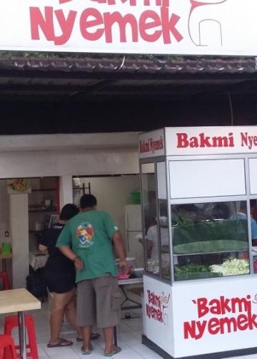 Warung Bakmi Nyemek yang terletak di Jalan Cokroaminoto, Denpasar. (Foto oleh: Reda Subagio)