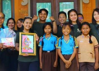 Karya lukisan anak-anak binaan mahasiswa KKN PPM Unud 2018 di Mas Ubud