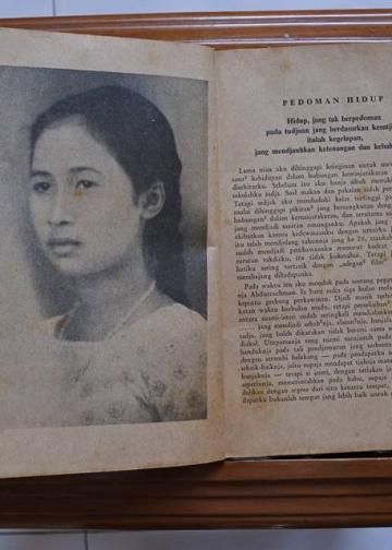 Foto putri I Ktoet Soekrata dalam novel 'Wanita djundjunganku: bajangan susila-dharma'.