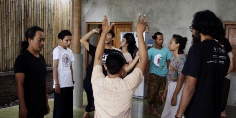 Workshop tari Butoh diselenggarakan oleh Kalanari Theatre Movement bertempat di Omahkebon Nitiprayan, Jogjakarta.