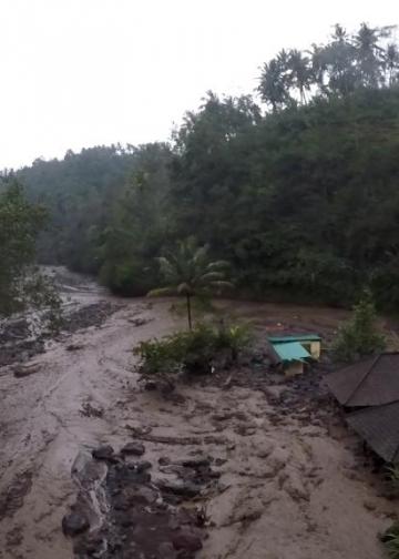 Jalur lahar dingin Gunung Agung untuk merangkum upaya mitigasi bencana dari pengelolaan informasi, salah satu karya beasiswa AJW 2018. (Foto: Balebengong)