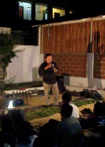 Penyair Warih Wisatsana orasi budaya dan membaca puisi dalam Parade Teater Canasta 2018