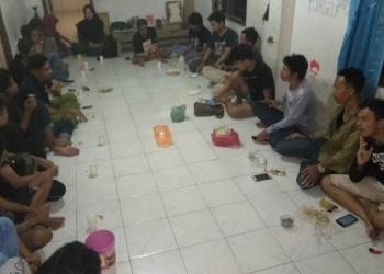 Diskusi sampai pagi di Omah Laras, Singaraja