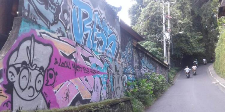 Graffiti di tepi jalan. (Foto ilustrasi: penulis)