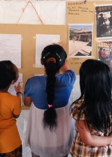 Kelas jurnalisme warga di lokasi pengungsian Gunung Agung