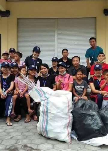 Bersiap kumpulkan sampah di Desa Tulamben, Karangasem
