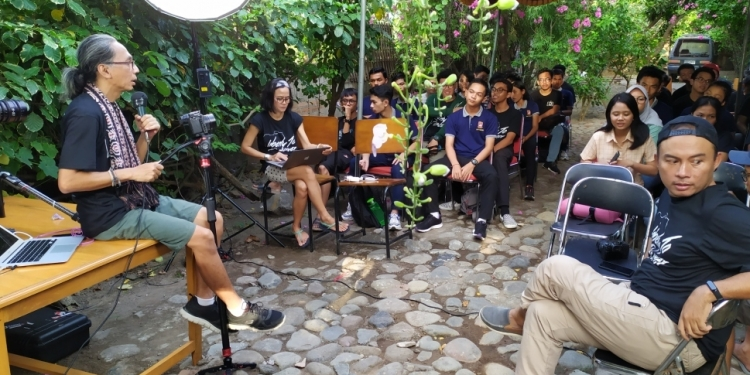 Benny Kadarhariarto bicara banyak dalam acara #Classwithlumix feat #dcikeliling dilaksanakan di Rumah Film Sang Karsa, Lovina, Singaraja, Bali