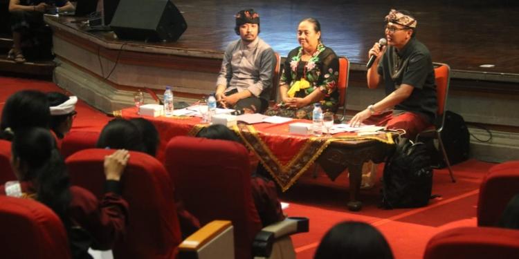 Sumahardika, Mas Ruscitadewi dan Nala Antara dalam workshop Deklamasi Puisi di PKB 2019