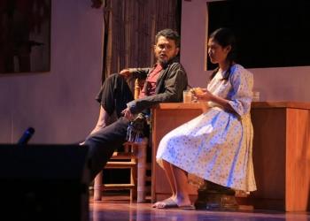 pementasan naskah Barabah ini oleh Teater Sadewa dan disutradarai Hendra Utay yang digelar dalam rangka Program Penyajian dan Pengembangan Seni UPTD Taman Budaya Art Center Tahun 2019, Sabtu, 20 Juli malam.  (Foto; Dok Teater Sadewa)