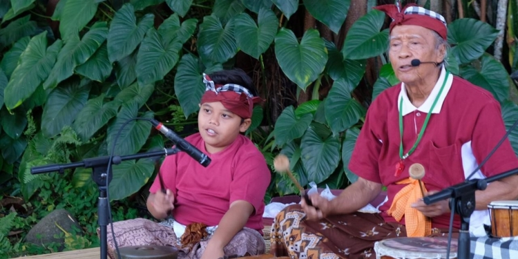 Made Taro bercerita di Festival Tepi Sawah