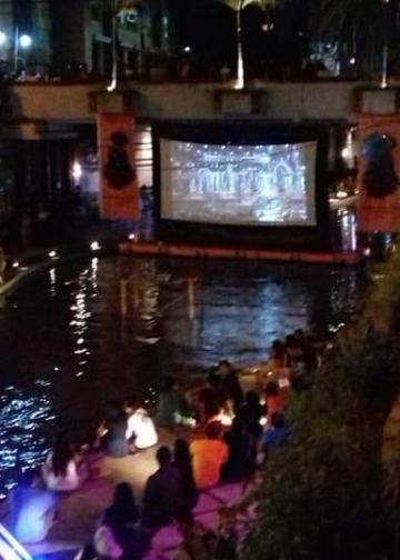Bioskop Tukad di tengah Tukad Badung, Denpasar. (Foto-foto: Dok DDFF )