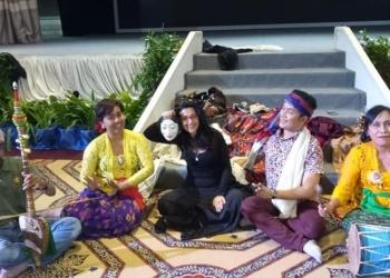 Kolaborasi dengan seniman Malaysia