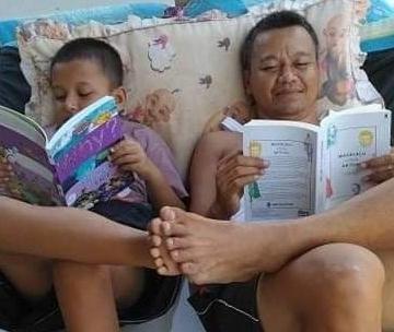 Dokter Suantara bersama anak lelakinya, Kak Abi