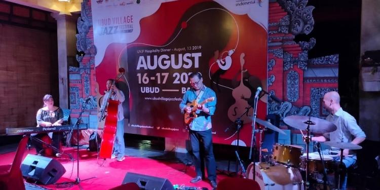 Penampilan pada Hospitality Dinner Menjelang Ubud Village Jazz Festival 2019