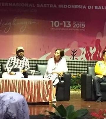 Gde Aryantha Soethama (duduk paling kanan) saat menjadi pembicara dalam acara Seminar Internasional Sastra Indonesia di Bali 10-13 Oktober 2019