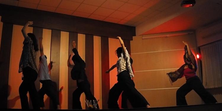 """Pementasan naskah """"Jro Ketut, Tom Jerry, Dan Kisah-Kisah Seumpanya"""" karya Manik Sukadana oleh Teater Kampus Seribu Jendela di Undiksha Singaraja"""