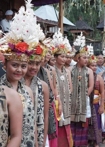 Tarian khas Desa Pedawa. (Foto diambil dari FB/Putu Yuli Supriyandana/Foto dan Vidio Budaya