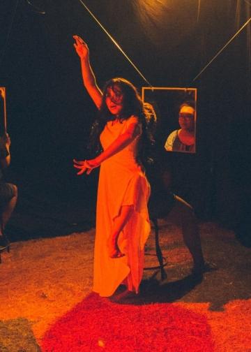 W.Adu.An yang merupakan produksi #1 Canasta Creative Space bekerjasama dengan Ibed (Kalanari Theatre) serta Iin dan Devy (Teater Kalangan) (Foto Putu Sayoga)