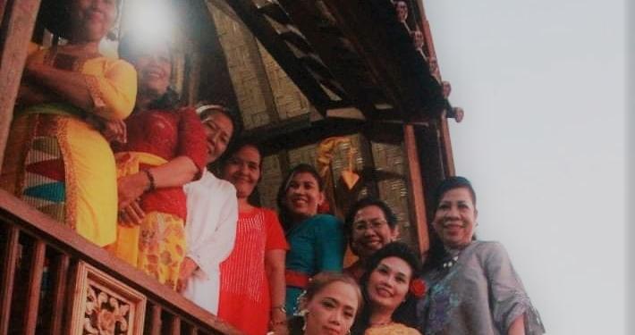 Ibu-ibu yang bermain dalam monolog 11 Ibu di Singaraja