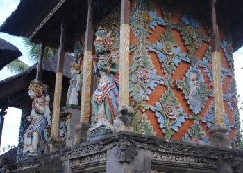 Patung-patung di Merajan Griya Kelodan Sawan