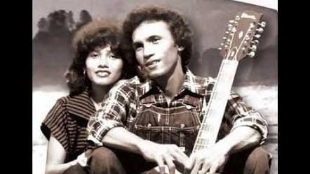 Franky Sahilatua dan saudarinya