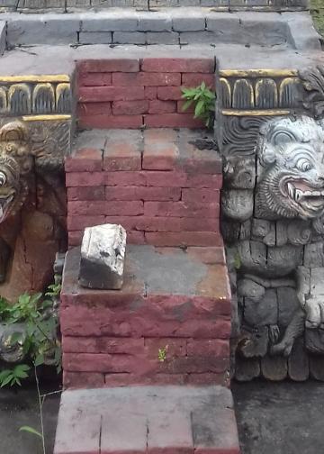 Patung sepasang macan di Pura Dalem Desa Banjar, Buleleng