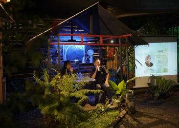 Jappy Sanger, keynote speaker re/AKSI Vol. 01: Festival dan Pengembangan Ekosistem Kreatif, di Rompyok Kopi Komunitas Kertas Budaya, Jembrana, Bali