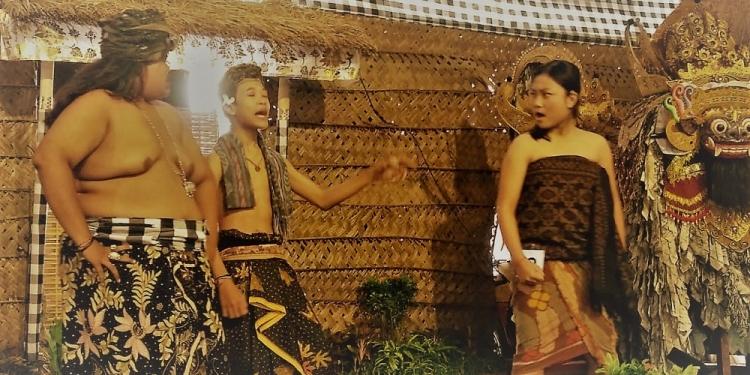 Salah satu kelompok siswa SMP dalam LOmba Lawak Banyol di Penggak Men Mersi, Denpasar/