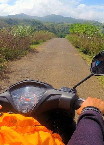 Perjalanan Naik Motor Selama Enam Jam Bersama Leonardus Jalo [Foto: IK Gde Subagia]