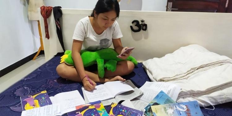 Belajar di Rumah Tak Ramah, Cara Daring Bikin Pening/ Oleh Kadek Dwitya Maharani (SMA PGRI 1 Amlapura)