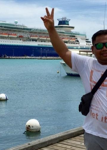 Alit Juliartah (penulis) di sela-sela bekerja di kapal pesiar
