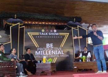 Puja Astawa dalam acara talk show yang digelar STAH Mpu Kuturan Singaraja