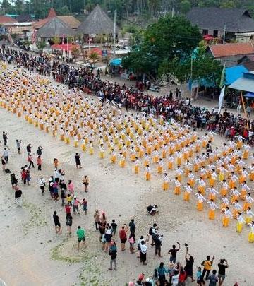 Tari Rejang Renteng karya asli dari NP. Kini gencar dikembangan di Bali. Sumber foto: travel.tempo.com