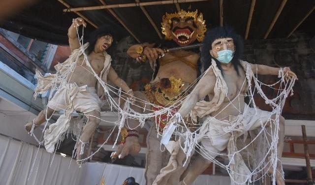 Salah satu ogoh-ogoh di Kota Denpasar  (Foto: AGUNG BAYU/BALI EXPRESS)